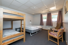 Lyse og trivelige rom med 4 sengeplasser og eget bad (29 stk)