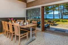 Spisesal til 120 personer med utsikt mot Fyresvatn.