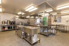 Storkjøkken. Her er det meste av proft utstyr en kokk ønsker seg.